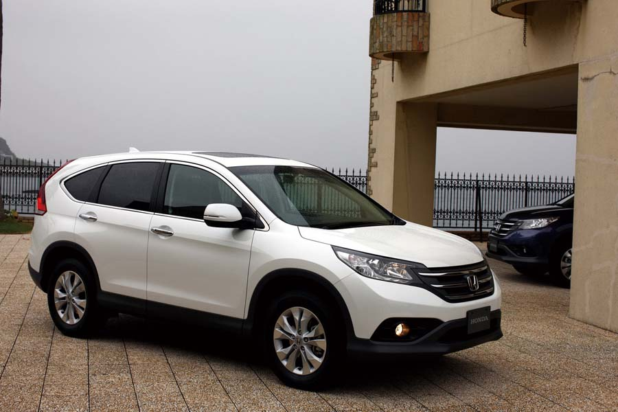 The 2015 honda cr v vs 2016 honda cr v o 39 daniel honda omaha for Honda crv 2016 white